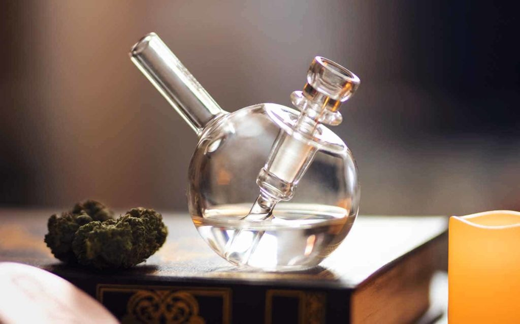 Cleaning-and-Caring-for-Glass-Pipes